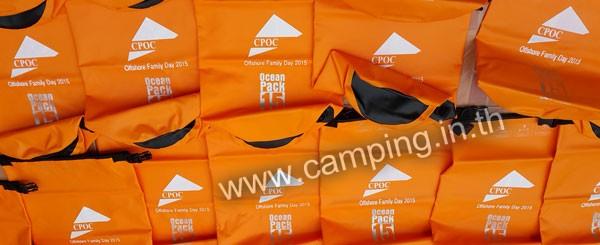 สกรีนโลโก้ กระเป๋ากันน้ำ Ocean Pack 5L สีส้ม บริษัท CPOC